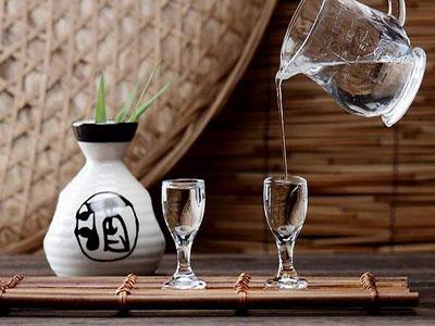 纯粮白酒与勾兑白酒,有哪些不同之处?