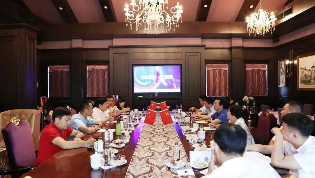 五粮液集团总经理率团访问建发酒业